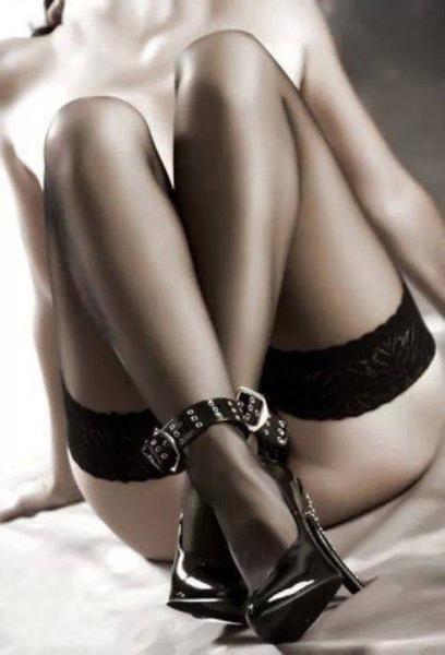 Gambe spettacolari con le calze autoreggenti