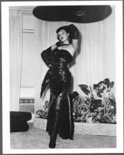 Betty Page con gli stivali