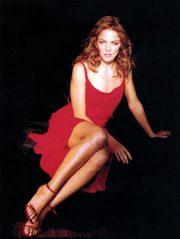 Claudia Gerini in rosso