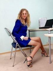 Autoreggenti e sandali in ufficio