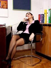 Autoreggenti nere in ufficio