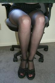 Collant neri e sandali