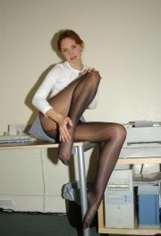Gambe e collant in mostra