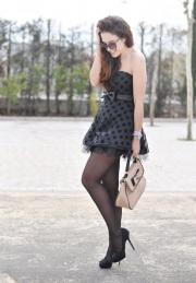 Fashion blogger in collant