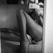 Miss febbraio in calze a rete