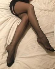 Le bellissime gambe di miss giugno