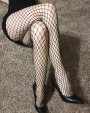 Miss giugno in calze a rete