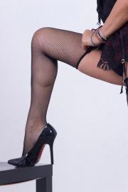 Miss Sertry gioca con le calze a rete