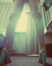 Le lunghe gambe di miss luglio