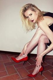 Helena con i tacchi rossi