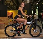 Race queen in bicicletta