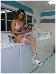 In lavanderia in reggicalze