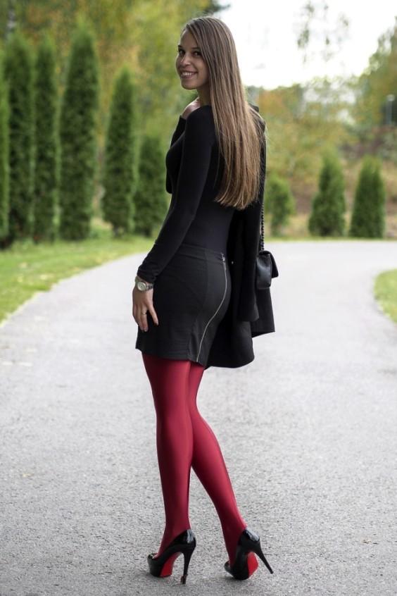 maria in collant rossi