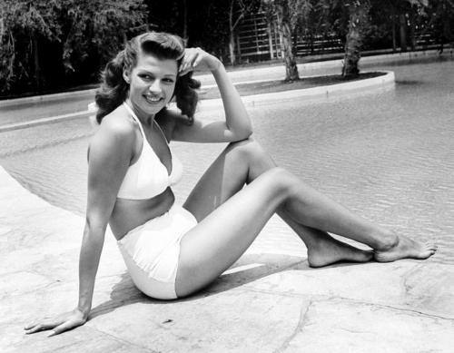 Gambe e piedi di Rita Hayworth