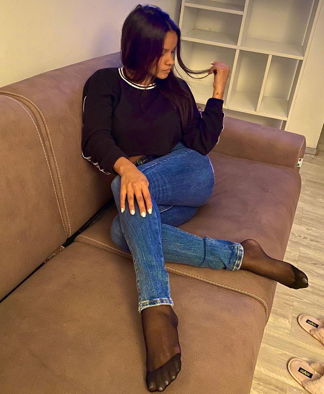 Collant neri sotto i jeans
