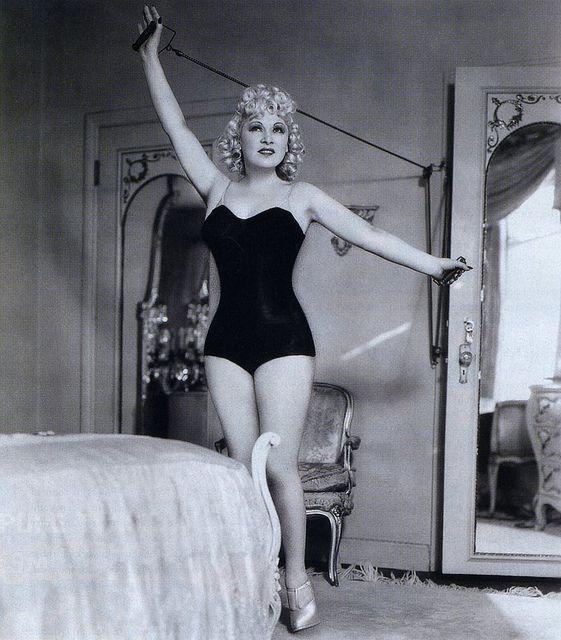 Mae West fa ginnastica