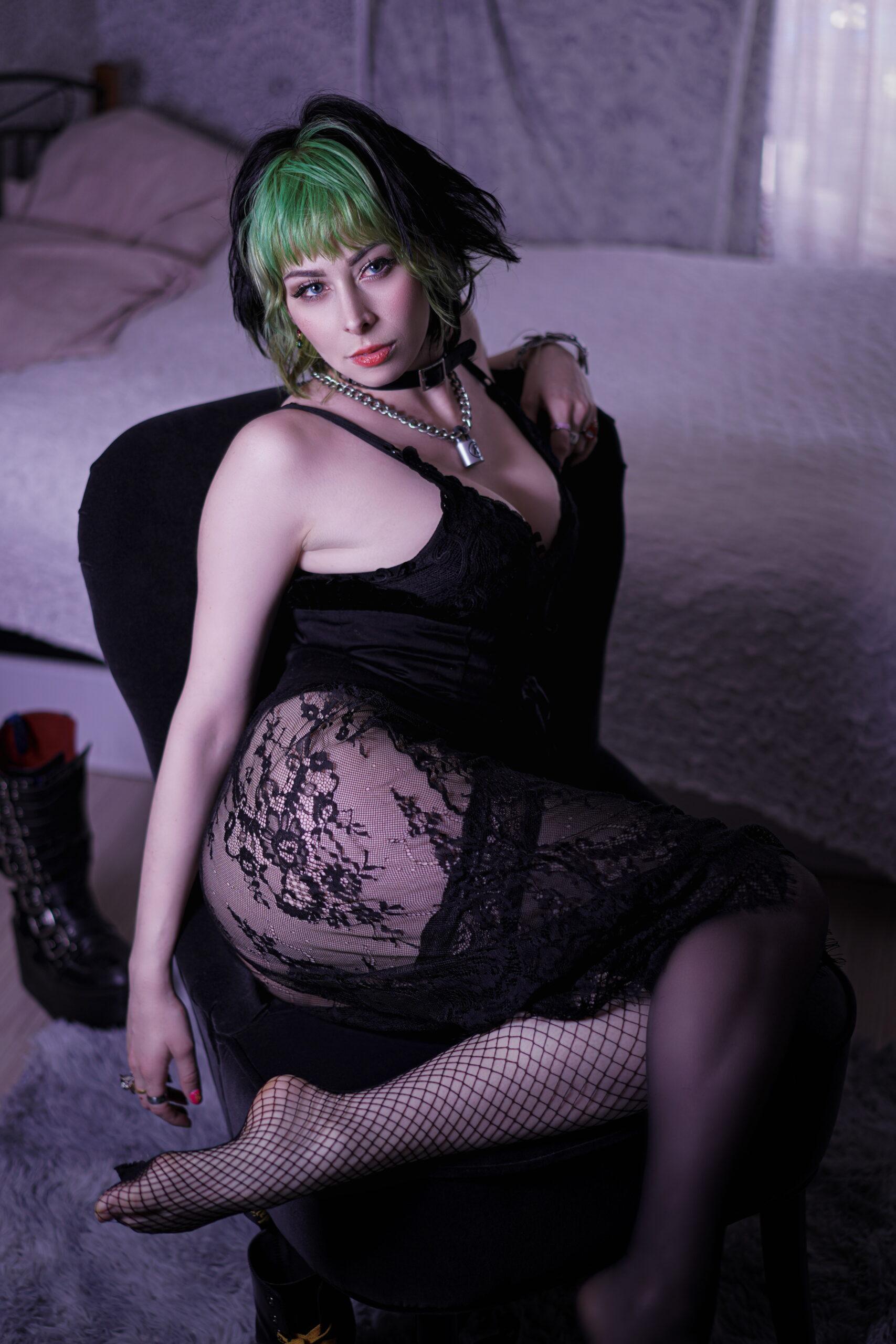 Yuriko Tiger con le calze a rete