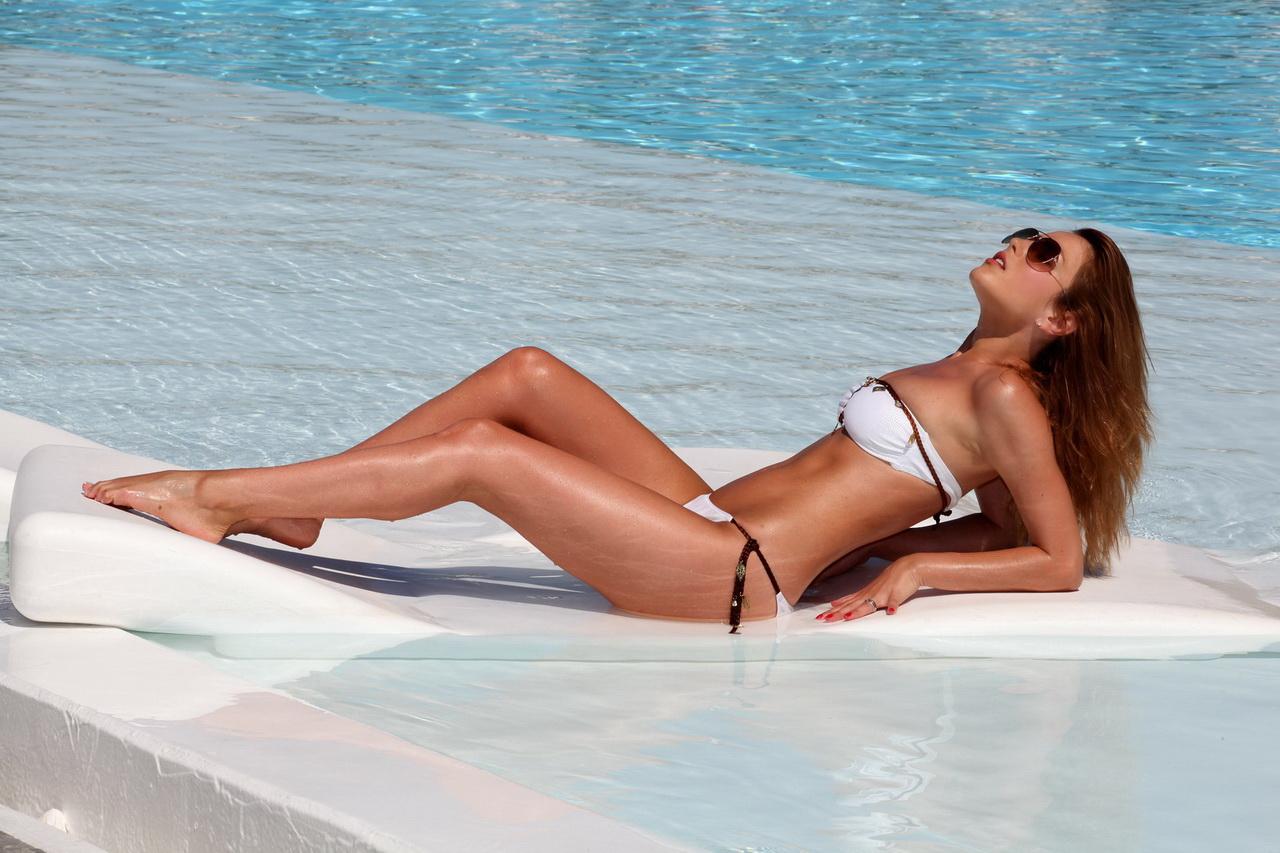 Elena Gheorghe in piscina