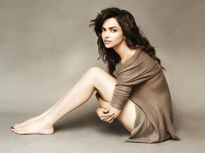 le gambe di Deepika Padukone