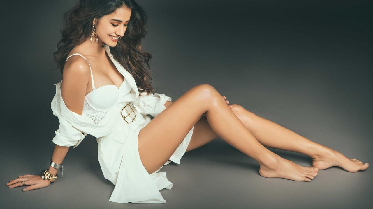 Disha Patani e le sue splendide gambe