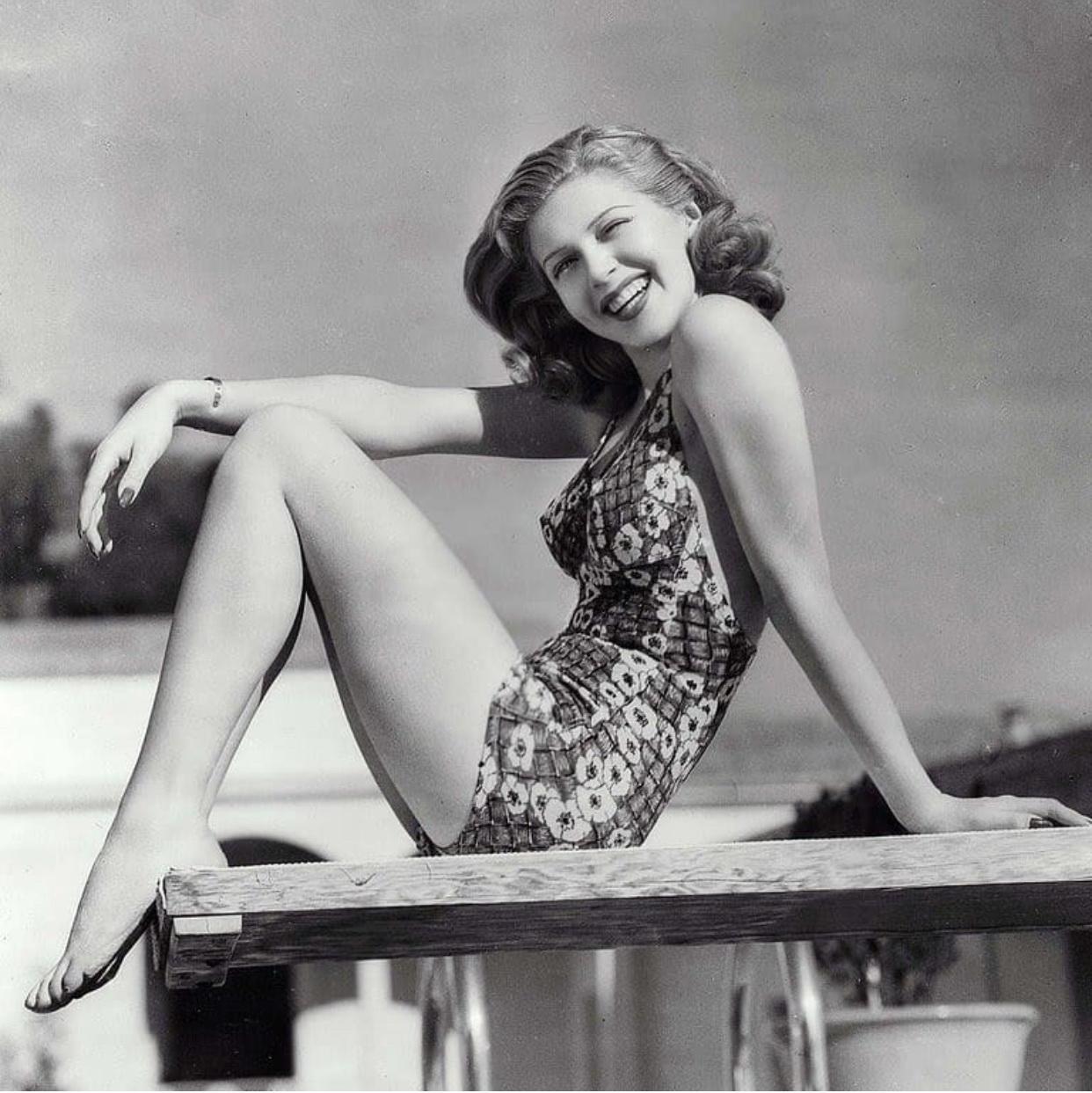 Gambe e piedi di Lana Turner