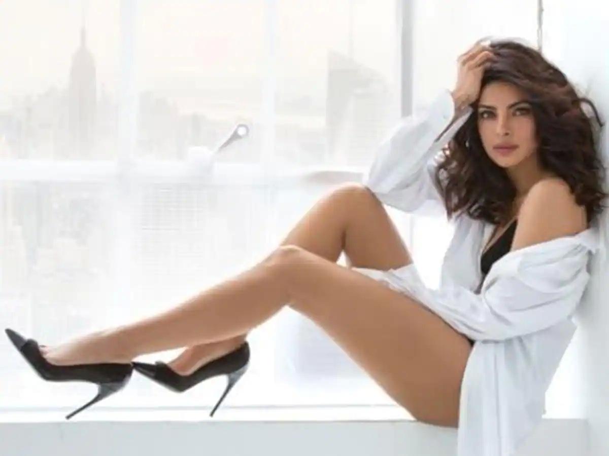 Priyanka Chopra legs