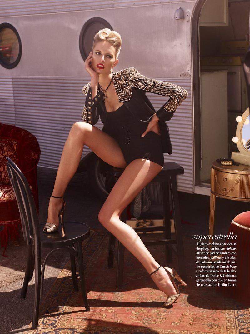 Karolina Kurkova con le calze